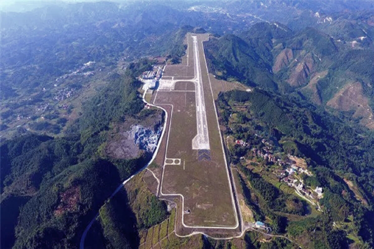 Airport at the top of the world - Hechi airport