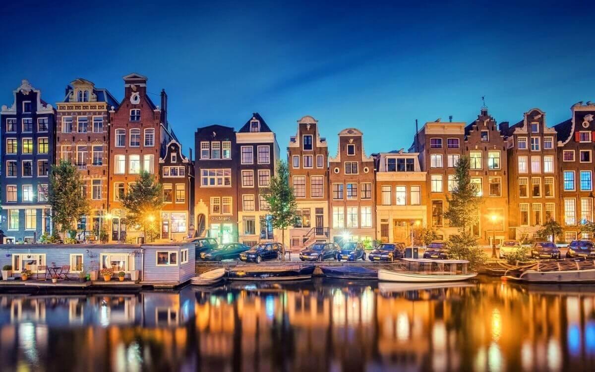 Amsterdam-European-capital-of-entertainment-Travel-S-Helper