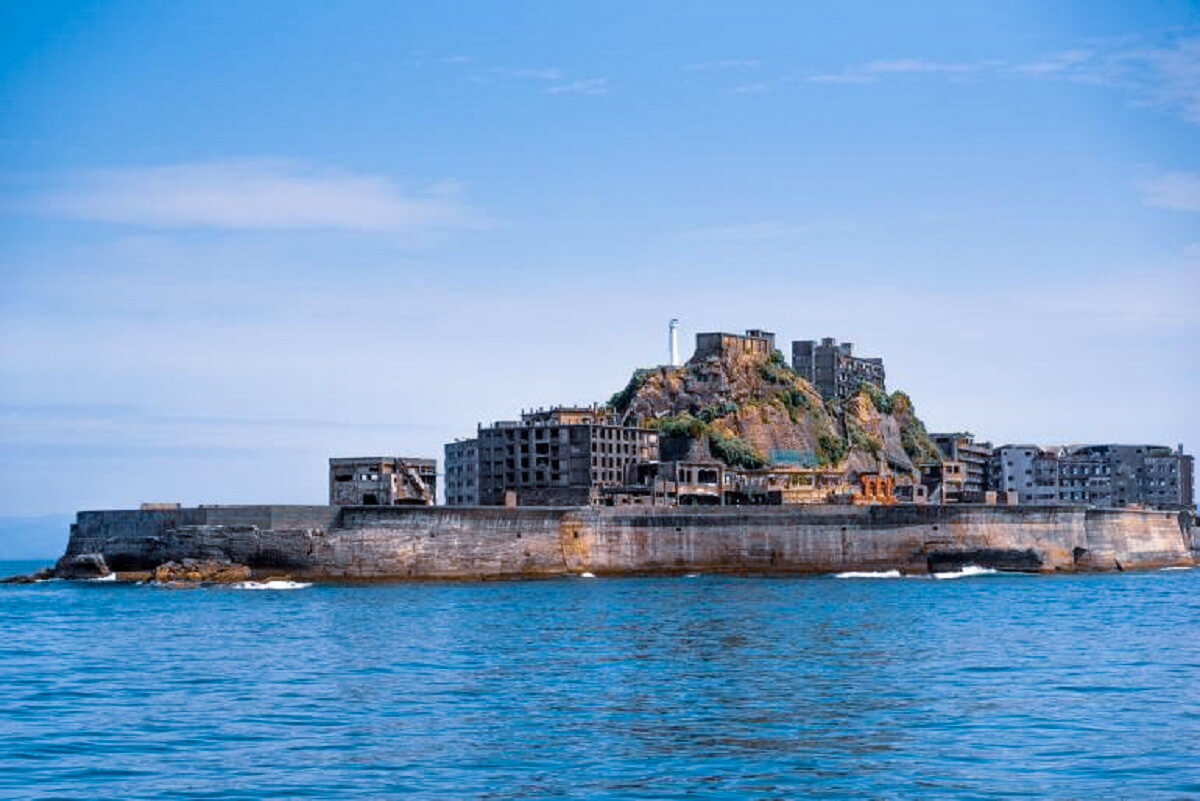 Gunkanjima - Abandoned places that were once very lively