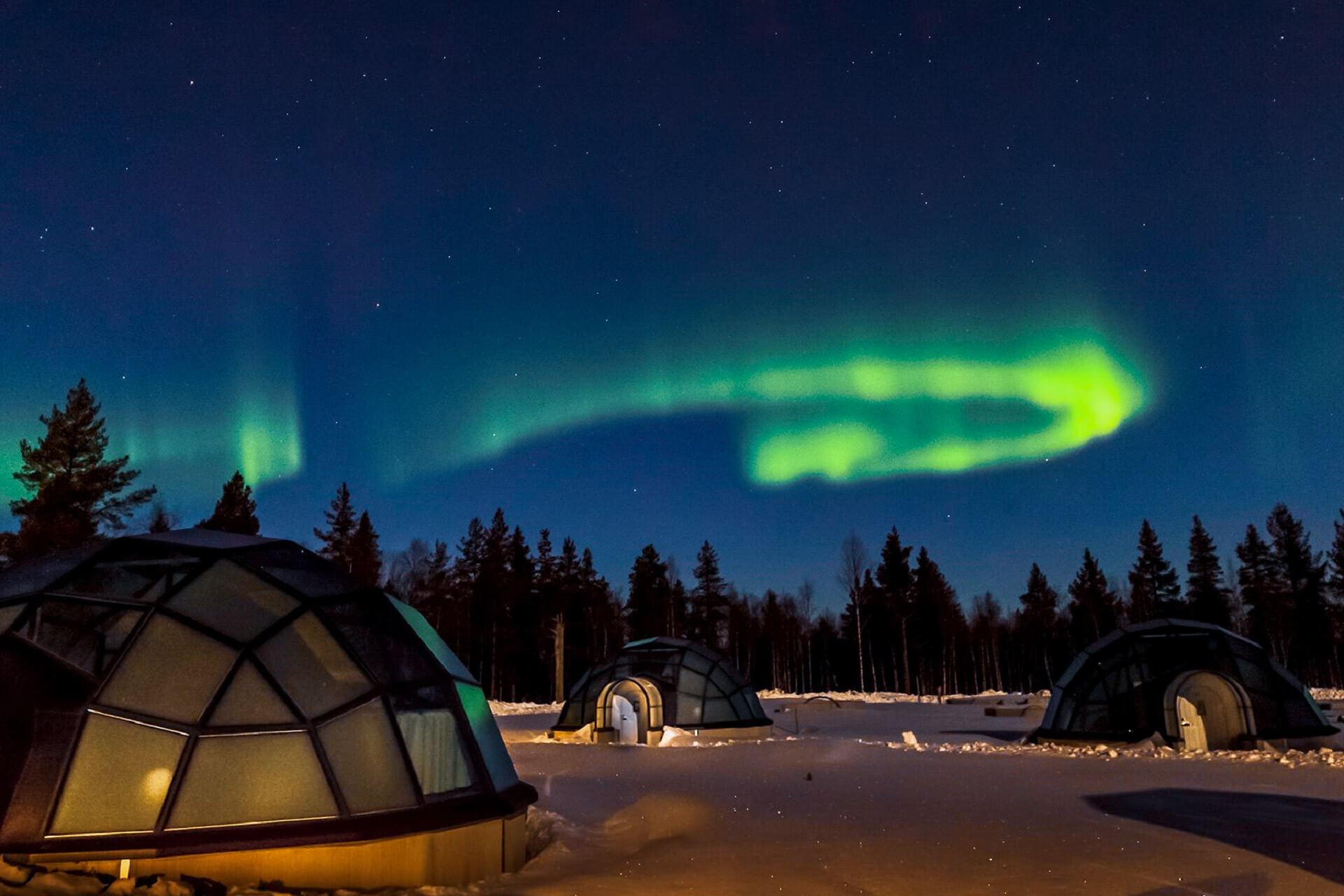 Kakslauttanen - Kakslauttanen Offers Beds With Polar Light View