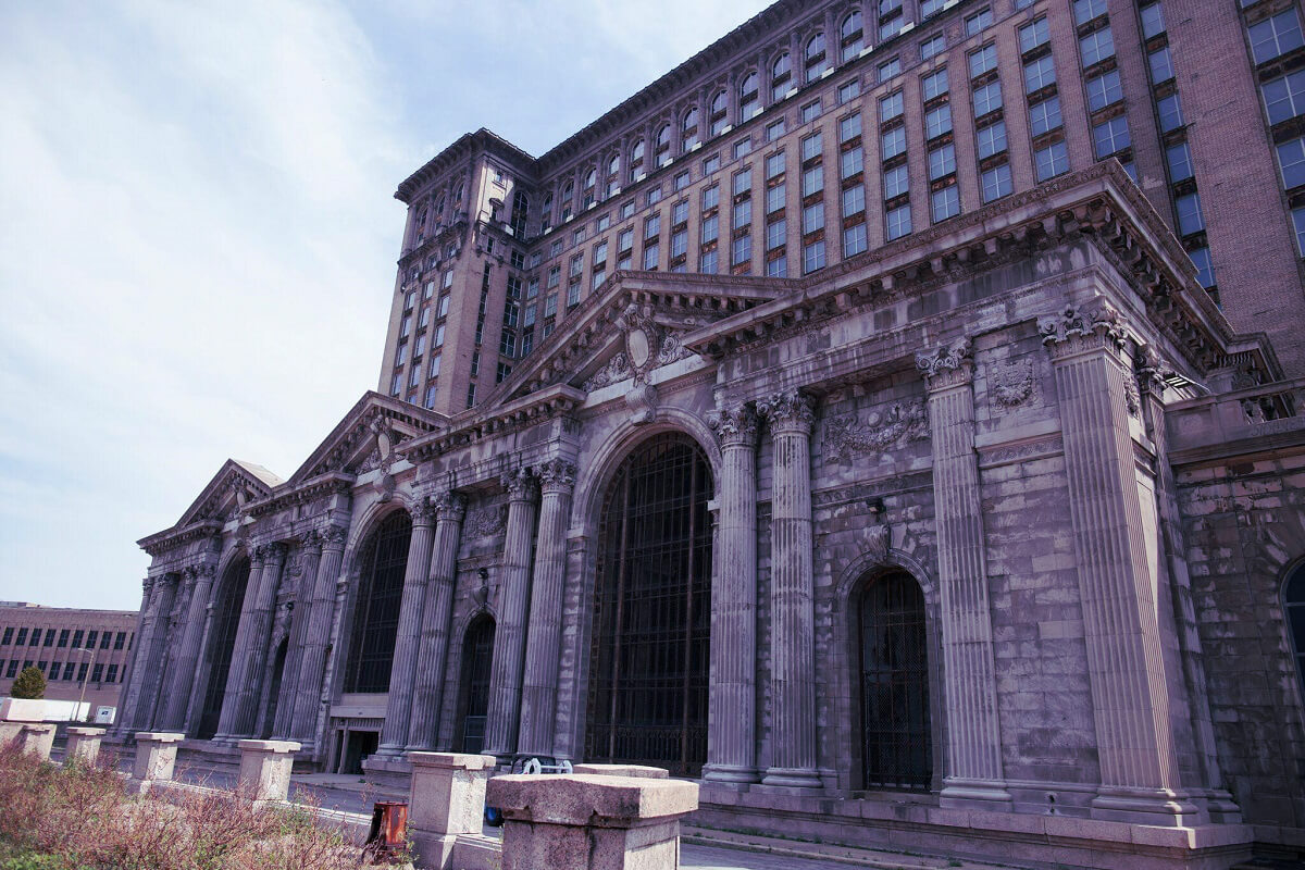 Michigan Central Station - Abandoned places that were once very lively