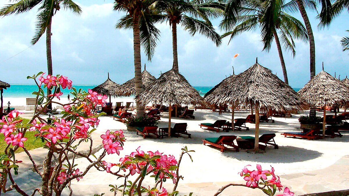 Mombasa – African safari and beautiful beaches