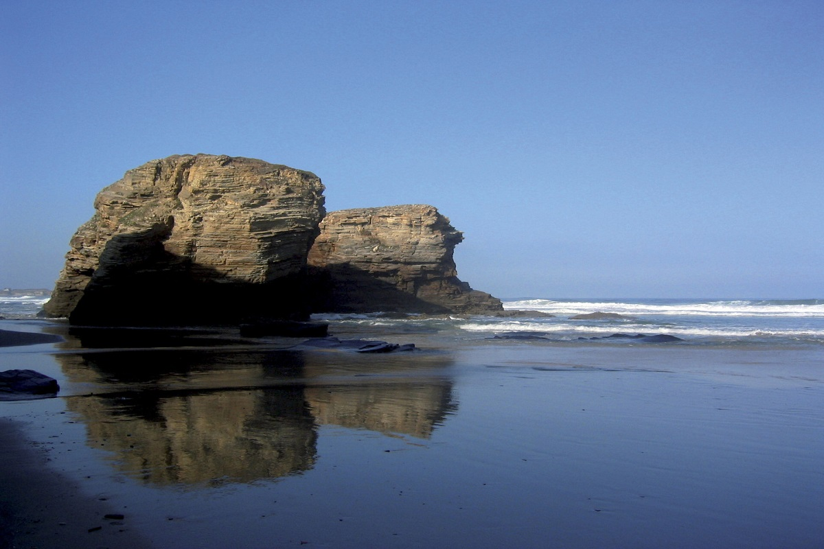 Praia de As Catedrais - CATHEDRAL BEACH - The secret of an ancient treasure hidden in the rocks