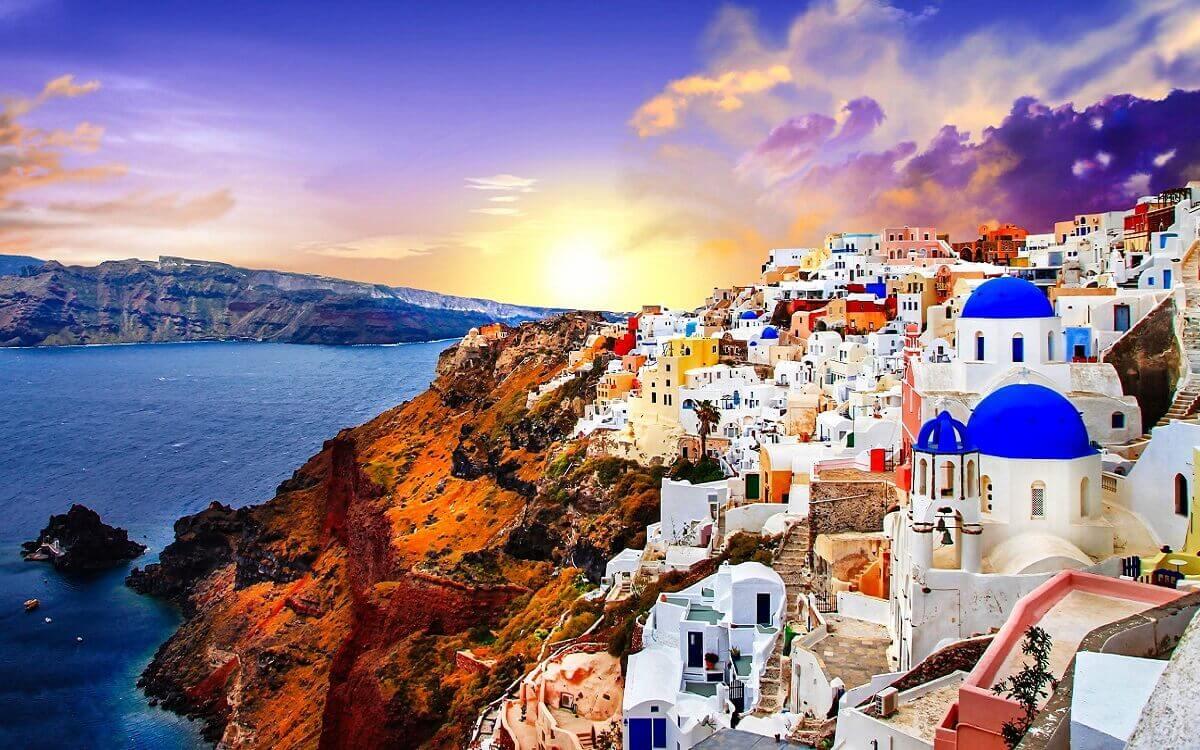 Santorini-–-island-of-romantic-sunsets