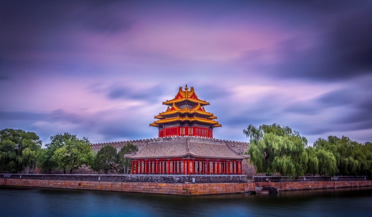 THE FORBIDDEN CITY LIES IN THE CENTER OF BEIJING