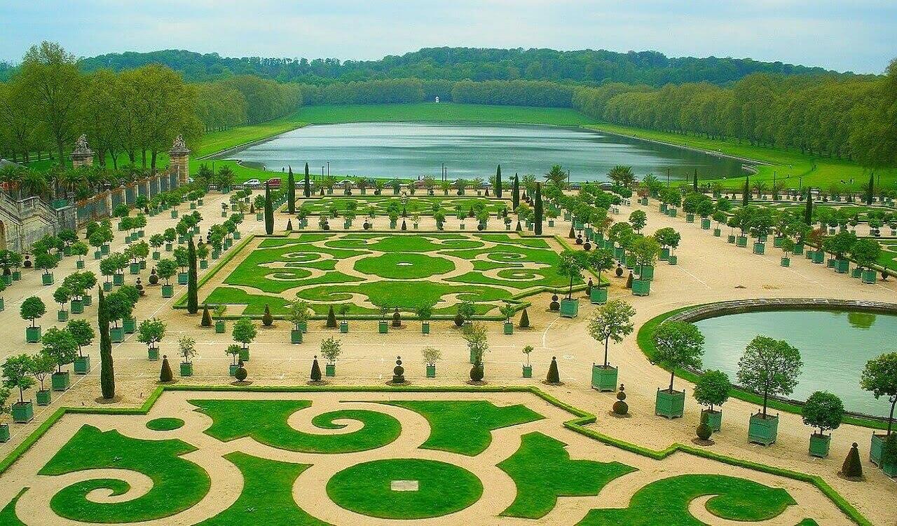 The-gardens-of-Versailles-Paris